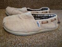 Toms Canvas Shoes Size 2