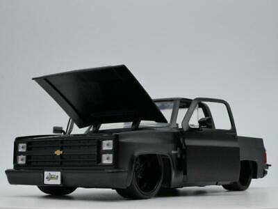 1985 CHEVY C10 PICKUP TRUCK RARE 1:24 SCALE DIORAMA DIECAST MODEL CAR