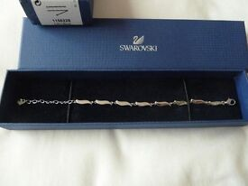 Swarovski sparkle crystal wave bracelet, new and boxed