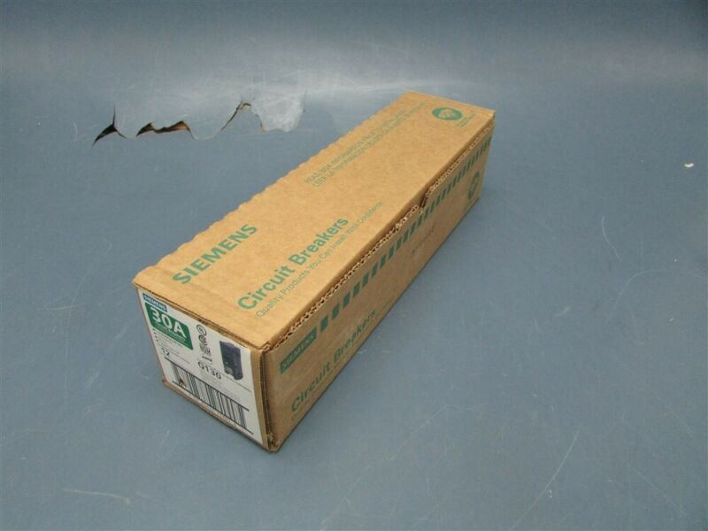 Box of 12 New SIEMENS 30A Circuit Breakers Q130