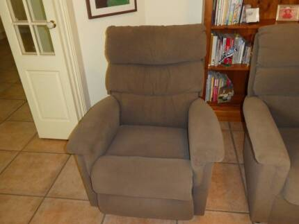 Lazy Boy 2 piece lounge in good condition