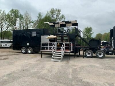 2017 53 18-wheeler Custom Bbq Cooking Rig With Patio Living Quarters For Sale