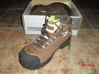 Dakota NAHANNI CTCP Metal Free hiker steel toe shoes women