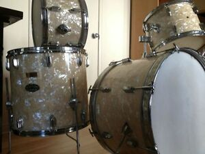 Recherche vieux drums et cymbales Looking for drums and cymbals