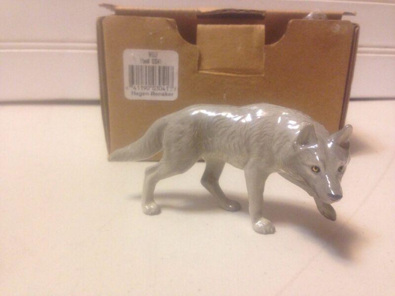 Hagen  Renaker Grey Wolf 03041