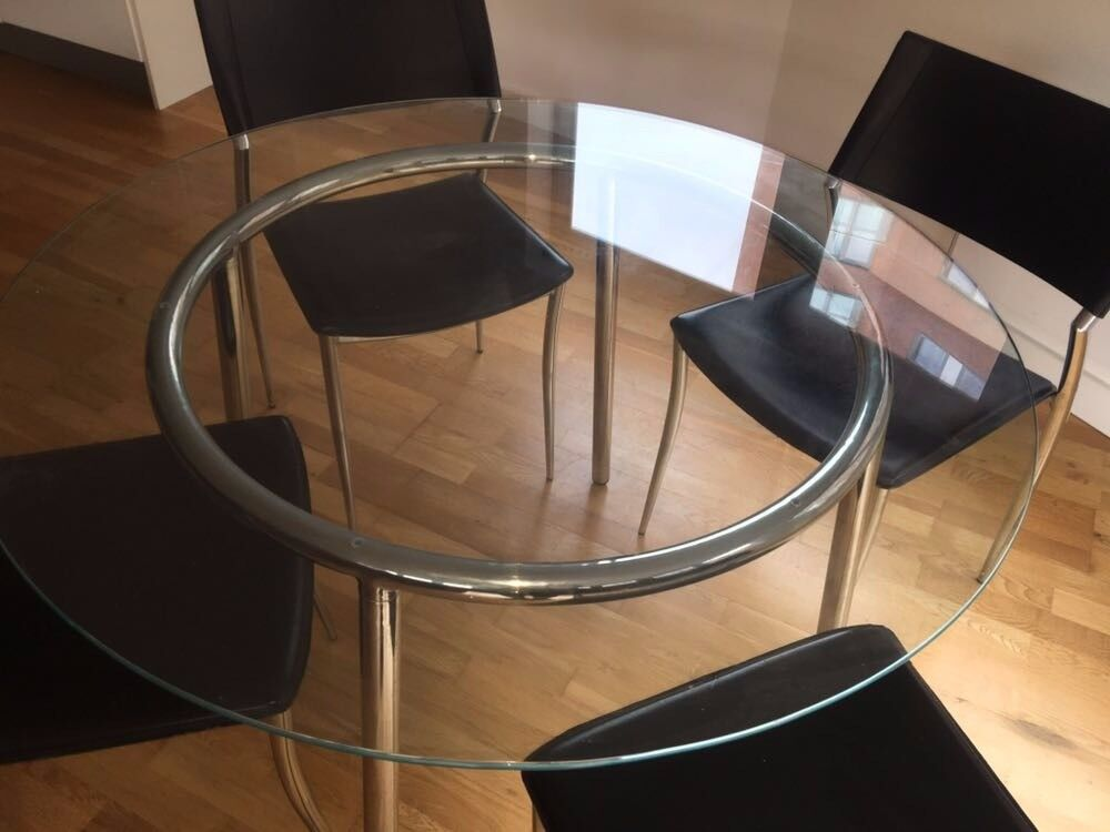 Table & Chairs Excellent Condition Hardly Used