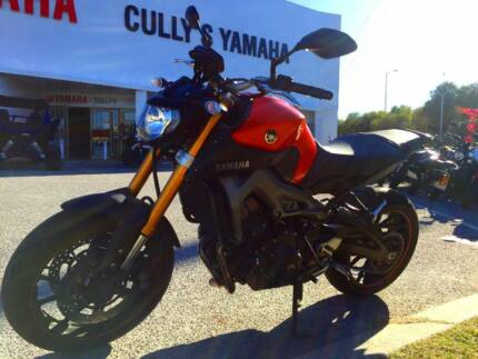 PRE-OWNED 2015 YAMAHA MT09