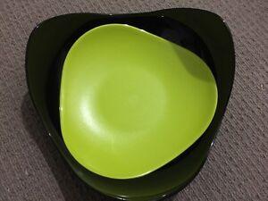 Tupperware Mahalo Bread Basket Black/Green Brand New
