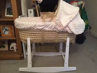 Moses basket with rocking style stand