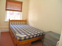 Nice single room in friendly professional flatshare near Hanwell, Ealing - Available NOW
