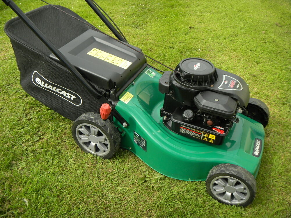 145 qualcast 16 cut petrol lawnmower lawn mower hand. Black Bedroom Furniture Sets. Home Design Ideas