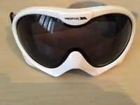 Trespass ski goggles
