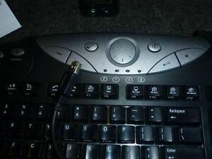 Logitech QuickCam Messenger & Logitech Elite USB Media Keyboard West Island Greater Montréal image 4