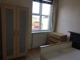Double bedroom to rent in Barnstaple professional house share £310 P.C.M.