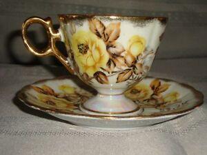 Vintage Tea Cup & Saucer/Tasse thé & Soucoupe