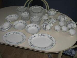 95 Piece Retro/Vintage China Set
