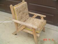 UNIQUE OVER-SIZED NATURAL OAK PATIO CHAIR WITH REVERABLE CUSHION