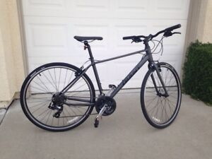 2017 Men's Hybrid Bicycle in Excellent Condition
