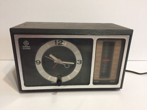 Vintage GE Clock AM/FM Radio C4501A Wood Grain Walnut Finish Poly