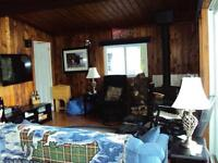 HUNTSVILLE, 2 BED COTTAGE & 2 BUNKIES (4 BED), REDUCED July 5-11