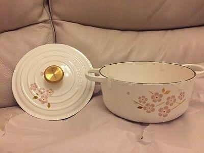 Le Creuset Signature Cast Iron Cherry Blossom Round Dutch Oven 2.75 Quart New
