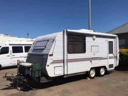 1997 Evernew Caravan, Island Bed and Shower Toilet