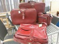 Ensemble de 3 valise rouge et sac pour complet ou robe