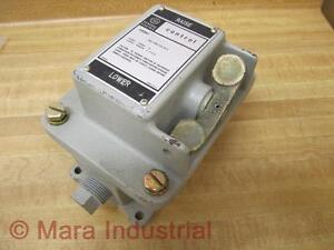 General-Electric-CR2941NA102G-Push-Button-Station-New-No-Box