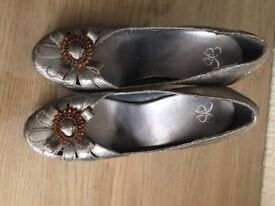 Mixed Ladies Shoes Size 6 VERY GOOD CONDITION