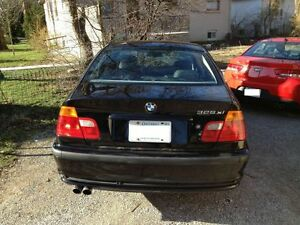Parting out 2001 BMW 3 series Black E46 325xi for parts 330Xi