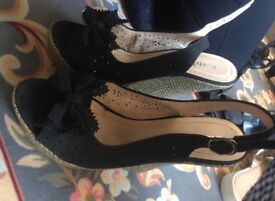 4 pairs of women's shoes (size 6)