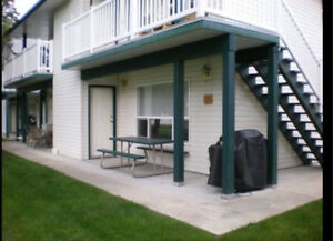 SHUSWAP LAKE FRONT RESORT CONDO FOR RENT