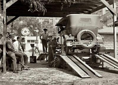 1924 Vintage Havoline Gas Station PHOTO Oil Change Service Station Wash - Collection Changing Station