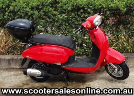2013 Daelim Besbi 125cc Scooter