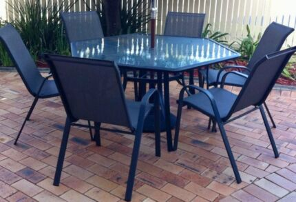 6 seater Outdoor Setting & Table Heater / Gas Bottle