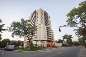 Bachelor available at 250 Grande Allée Ouest, Quebec City
