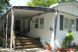 2 bedroom mobile home for sale in Sarnia in Green Haven Estates
