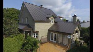 Installation toiture tôle, revêtement métallique