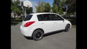 Nissan Versa SL - LOW KMS CAR IN PERFECT CONDITION