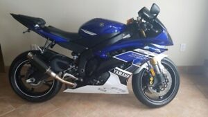 2013 Yamaha R6.... MINT CONDITION!! 5300k