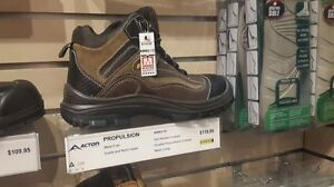 Mens Safety shoes , size 10 brand new in a box
