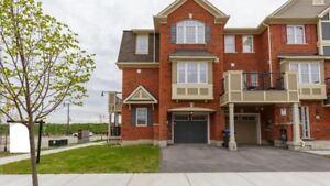 4 bedrooms townhouse for rent near Go Station