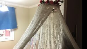 DECORATIVE HANGING BED NET $40 Pickering