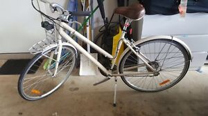 Trek Allant women's bike with basket accessory Tarneit Wyndham Area Preview