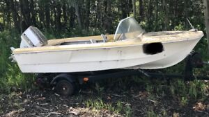 CHEAP ski boat. WITH trailer. Text preferred. I love offers.