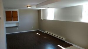 Bright Modern 1 Bedroom close to Mount Allison