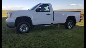 2008 GMC 2500 4WD 6.0 L long Box