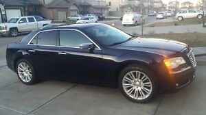 Chrysler 300 2011 fully loaded no accidents clean