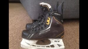 Bauer Supreme size 1 hockey skates with wax laces