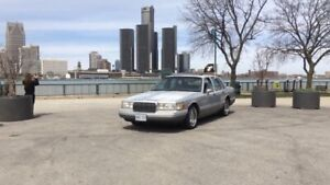 1993 Lincoln town car SUPER LOW KMS